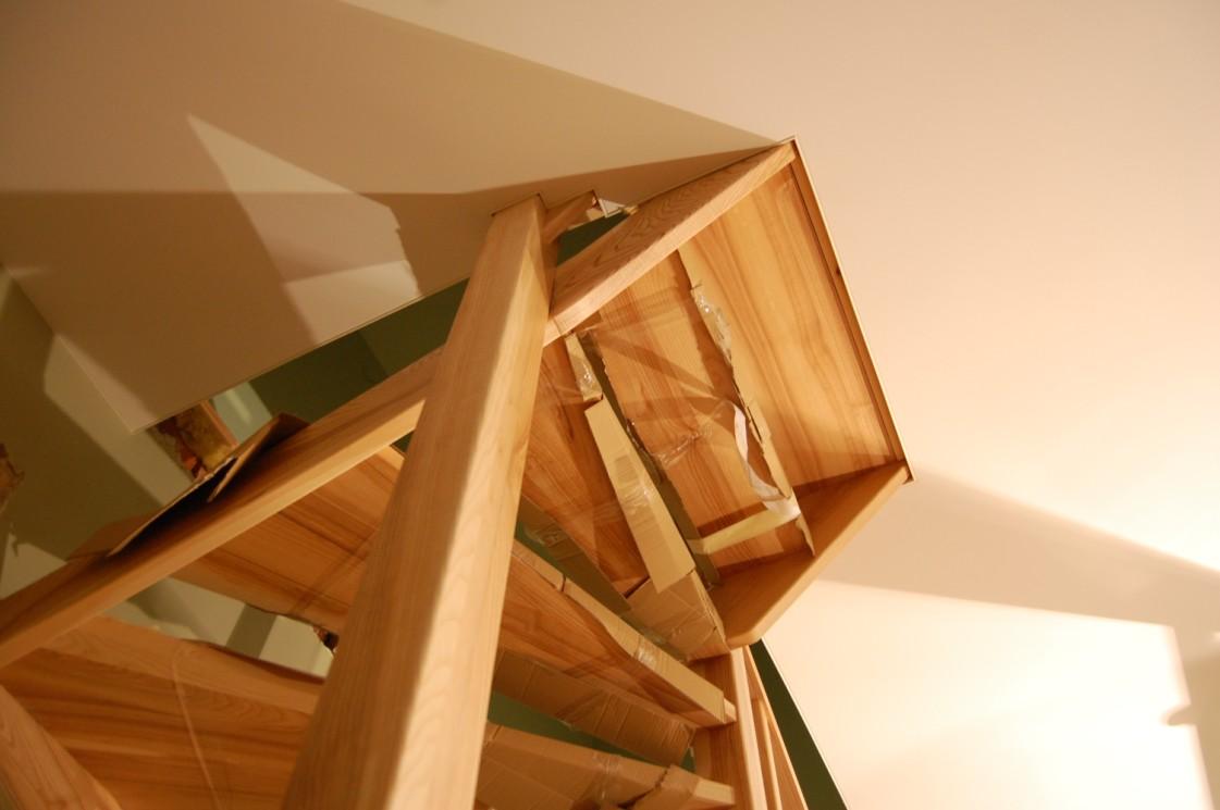Clipso lubos turėjo atkartoti medinių laiptų konstrukciją