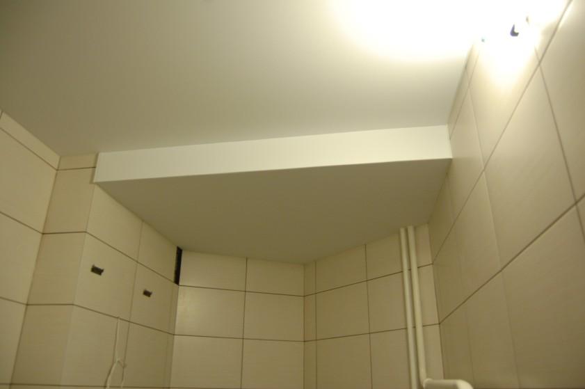Šioje patalpoje įtempiamas Clipso audinys atkartoja senas betono lubas